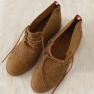 NWT Tommy Hilfiger Lace Up Ankle Booties